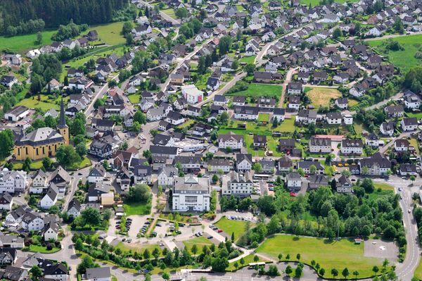 Luftbild vom Ort Wenden.