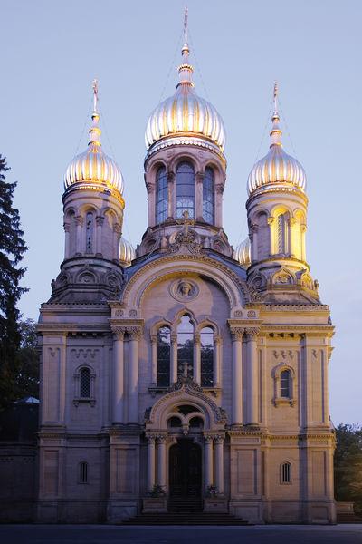 Russisch-Orthodoxe Kirche bei Abenddämmerung