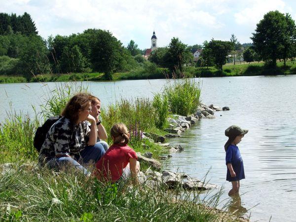 Familien-Entspannung am Neuweiher in Wiesenfelden