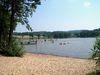 Blick auf den Naturbadeweiher in Wiesenfelden