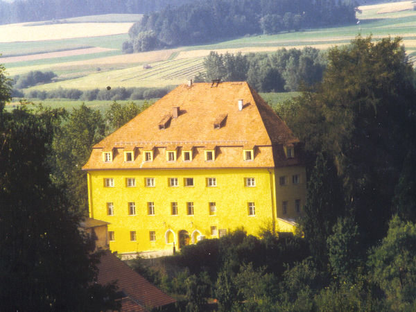 Blick auf Schloss Wiesenfelden im Vorderen Bayerischen Wald