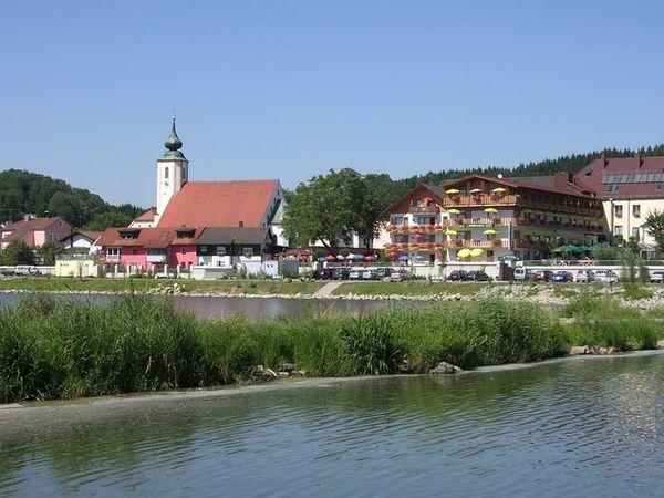 Die Marktgemeinde Windorf in den Vorbergen des Bayerischen Waldes ist für Rundum-Erholung ein vielseitiger Ausgangspunkt.