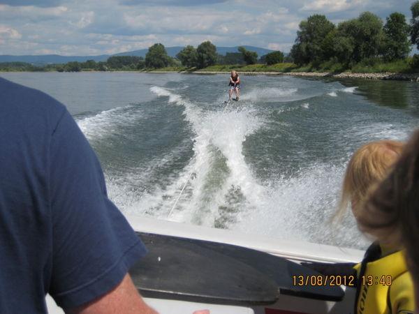 Action und Spannung beim Wasserskilaufen auf der Donau bei Winzer (Fotograf: Willi Bauer, Flintsbach)