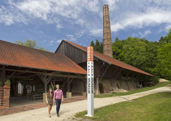 Blick auf das Ziegel- und Kalkmuseum Flintsbach bei Winzer