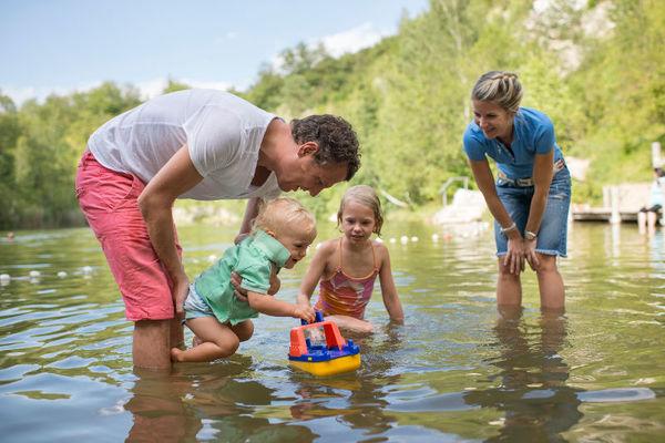 Familie am Grünen See