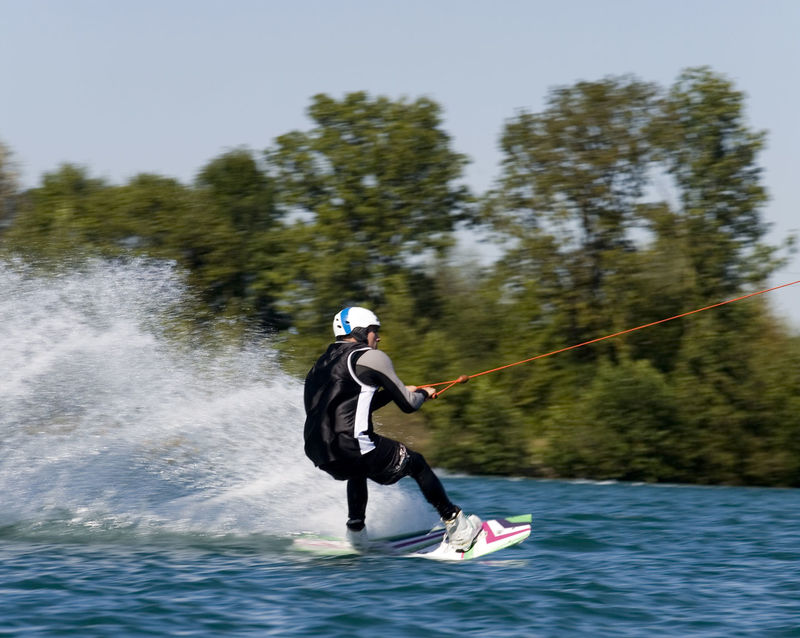 In Action auf dem Wake Lake in Wörth an der Isar