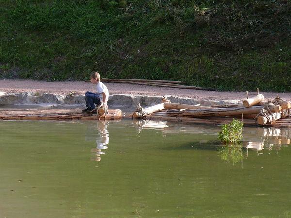 Der Floßweiher ist ein beliebter Wasserspielplatz