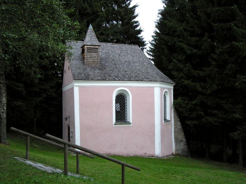 Blick auf die Hochholzkapelle in der Gemeinde Zandt im Kötztinger Land