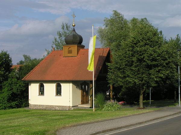 Blick auf die St. Anna-Kapelle in Wolfersdorf in der Gemeinde Zandt