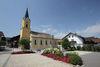 Der Kirchplatz in Zandt mit Marienbrunnen