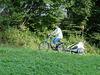 Bequem bergauf gehts mit dem E-Bike mit Fahrradanhänger