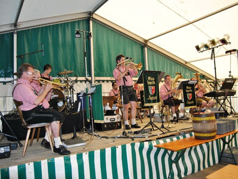 Musikalische Unterhaltung mit der Blaskapelle Zenting beim Sonnenwaldfest