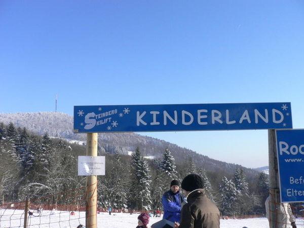 Eingang zum Kinderland beim Steinberglift im Skigebiet Sonnenwald