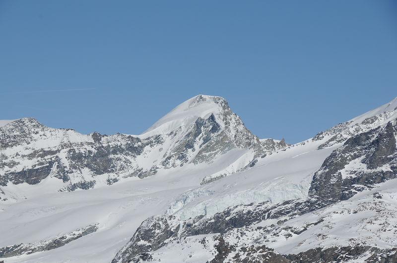 Das Allalinhorn gilt als leichtester 4000er der Alpen. Aber immer empfohlen: ein Bergführer.