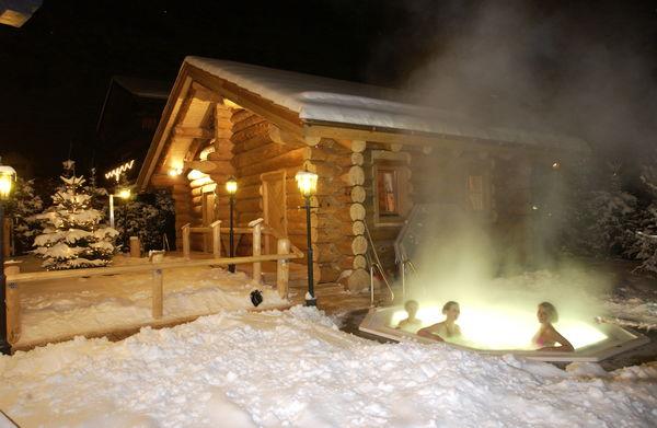 Jacuzzi im Freien, in der prickelnden, sauberen Alpenluft von Zermatt - im Hotel Alpenhof.