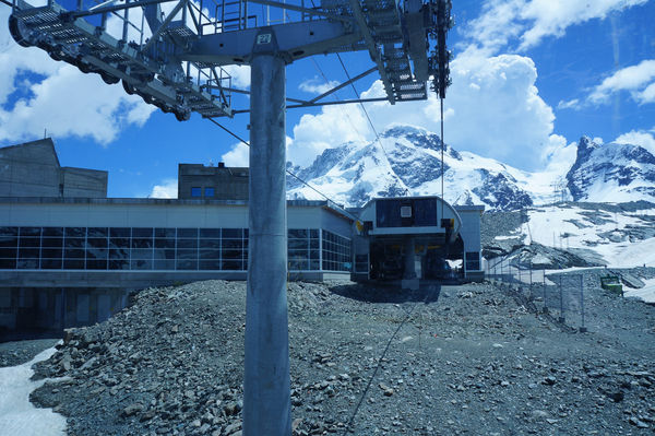 The station is the starting point for the Klein Matterhorn.