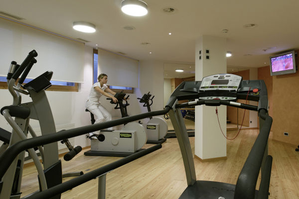 A modern fitness area is available to visitors.