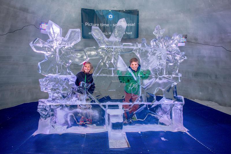 Le plus haut palais de glace du monde offre de fantastiques aperçus sur le monde fascinant de la glace éternelle.