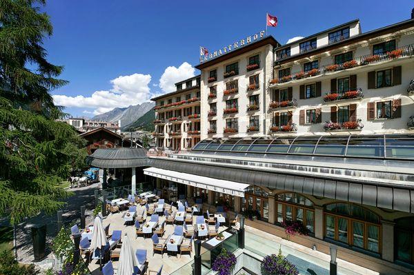 Das Grandhotel Zermatterhof prägt das Bild im Dorfzentrum von Zermatt.