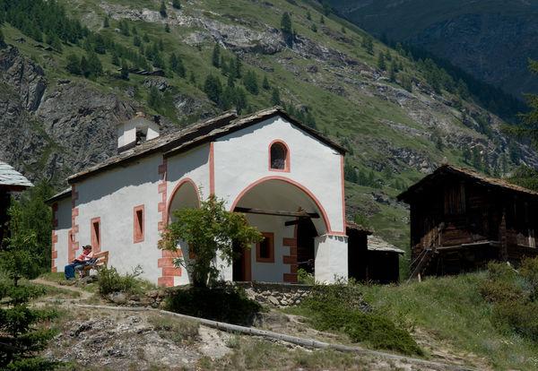 Die Kapelle Blatten ist von den Gondeln des Matterhorn Express aus gut zu sehen.