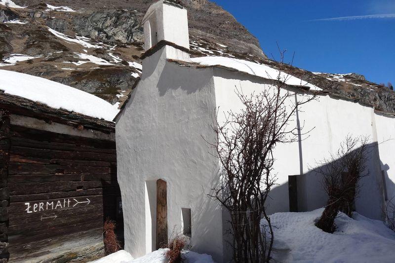 Le hameau de Zmutt se situe dans la vallée éponyme, à proximité de Zermatt.