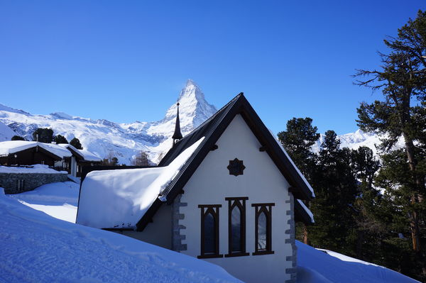 Popular photo subject: The chapel with the Matterhorn in the background.