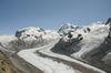 Le Liskamm (centre droit de la photo) est le voisin du massif du Mont Rose (à gauche).