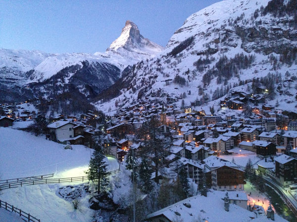 Am Riedweg gelingt das perfekte Foto, wenn man das Matterhorn zusammen mit dem Dorf fotografieren möchte