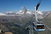 Ein beliebtes Erlebnis: Sonnenaufgangsfahrt mit Blick auf das Matterhorn, das von den ersten Sonnenstrahlen beschienen wird.