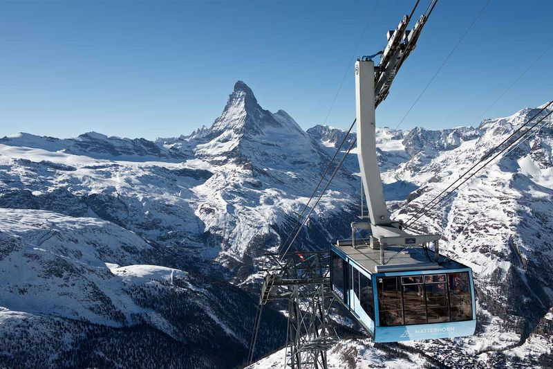 The aerial tramway of the Zermatt Bergbahnen on the way to the Rothorn station. In winter, there are often many chamois to be seen on the mountainside.