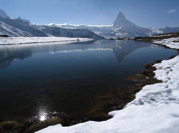Auch im Winter betört der Stellisee mit seiner eindrücklichen Matterhorn-Spiegelung.