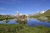Der Stellisee mit Matterhorn im Hintergrund.