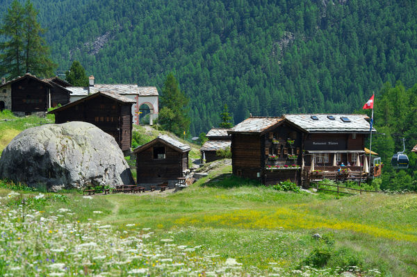 Due to its mountain gastronomy and its chapel, Blatten is also a popular destination for summer excursions.
