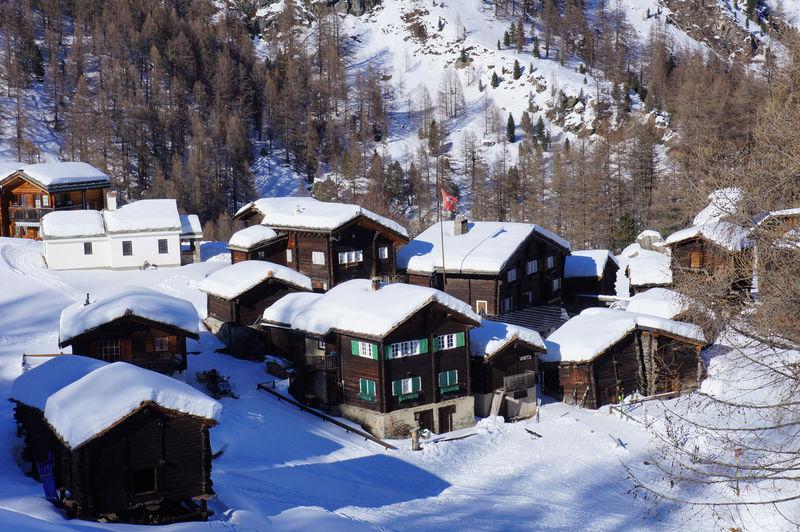 Weiler Zum See bei Zermatt: Bergidylle und winterliche Bergromantik.