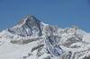 L'une des plus belles ascensions rocheuses de la région de Zermatt: le Zinalrothorn, capturé ici en hiver.
