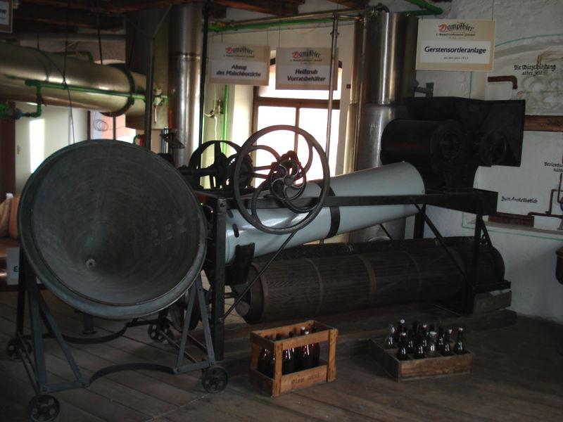 Gerstensortieranlage in der 1. Dampfbierbrauerei Zwiesel