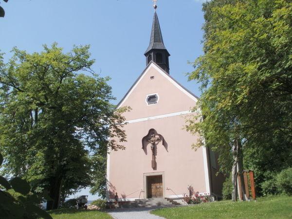 Blick auf die Bergkirche MARIA NAMEN in der Glasstadt Zwiesel