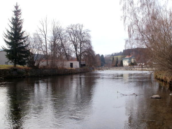 Der Fluss Schwarzer Regen bei der Entstehung in der Glasstadt Zwiesel