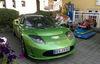 Ein Sportwagen der Marke Tesla Roadster an der E-Tankstelle beim Bräustüberl Zwiesel