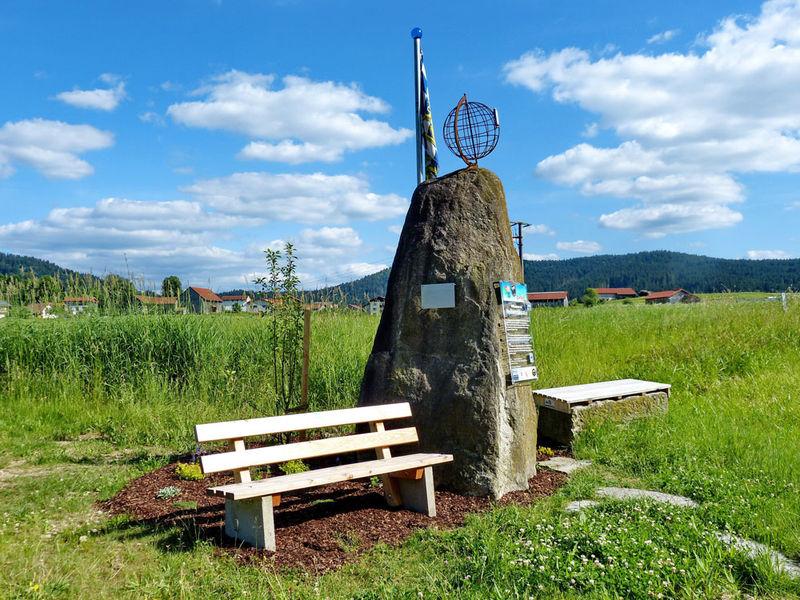 Der Weißwurst Äquator - dieses Denkmal steht am Ortseingang von Zwiesel