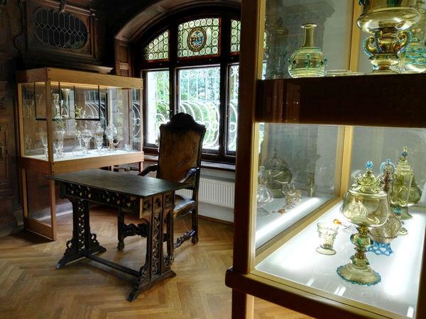 Edle Glaskunst im Theresienthaler Museumsschlösschen