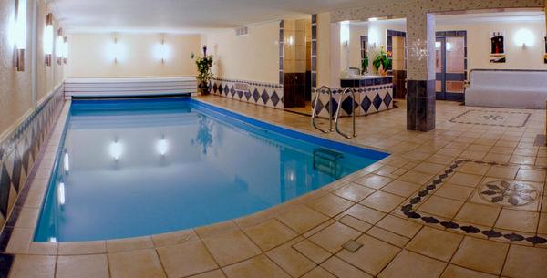 Badespaß im Hallenbad im GlasHotel in Zwiesel