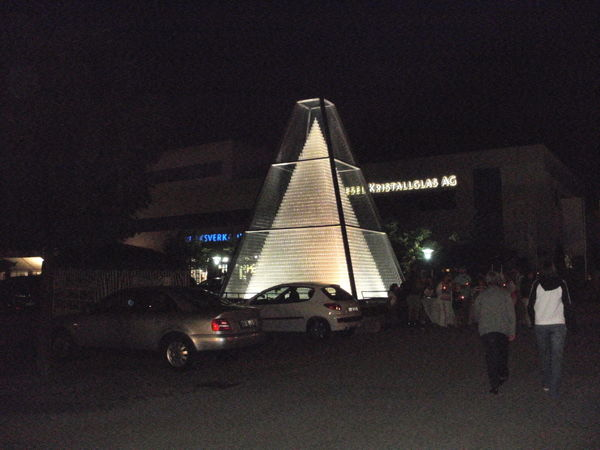 Beleuchtete Glaspyramide in Zwiesel im ArberLand Bayerischer Wald