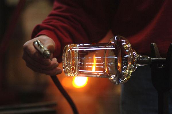 Herstellung von hochwertigen Gläsern in der Kristallglasmanufaktur Theresienthal