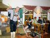 Der Glasmachermeister Heinz Dick bei der Arbeit am Glasofen