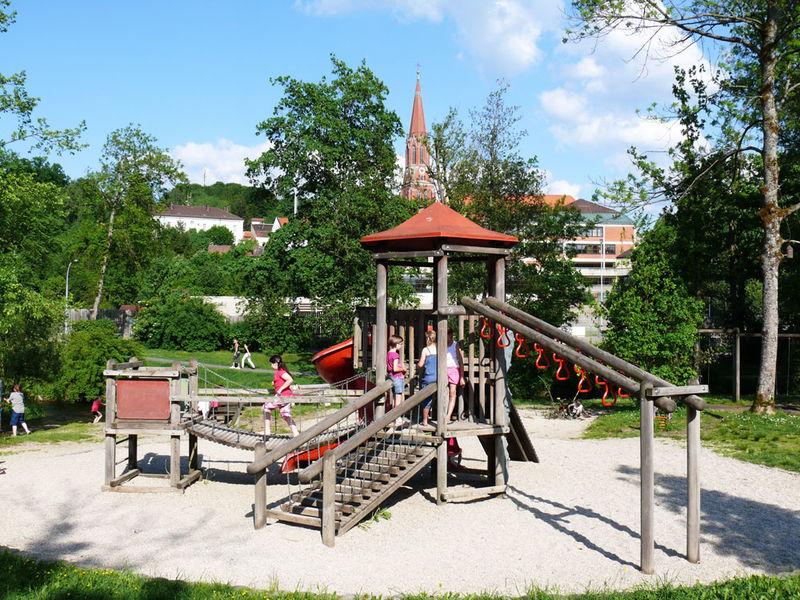 Einer von über 15 Spielplätzen in Zwiesel: Der Abenteuerspielplatz im Stadtpark