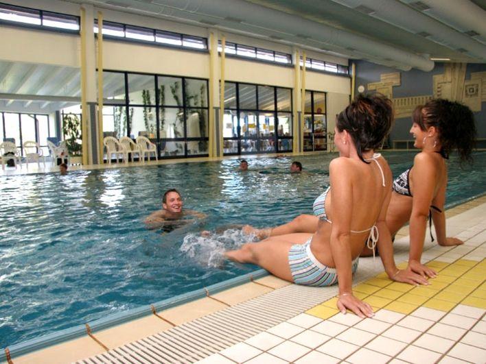 Das Zwieseler Erlebnisbad bietet im Hallenbad Badevergnügen pur
